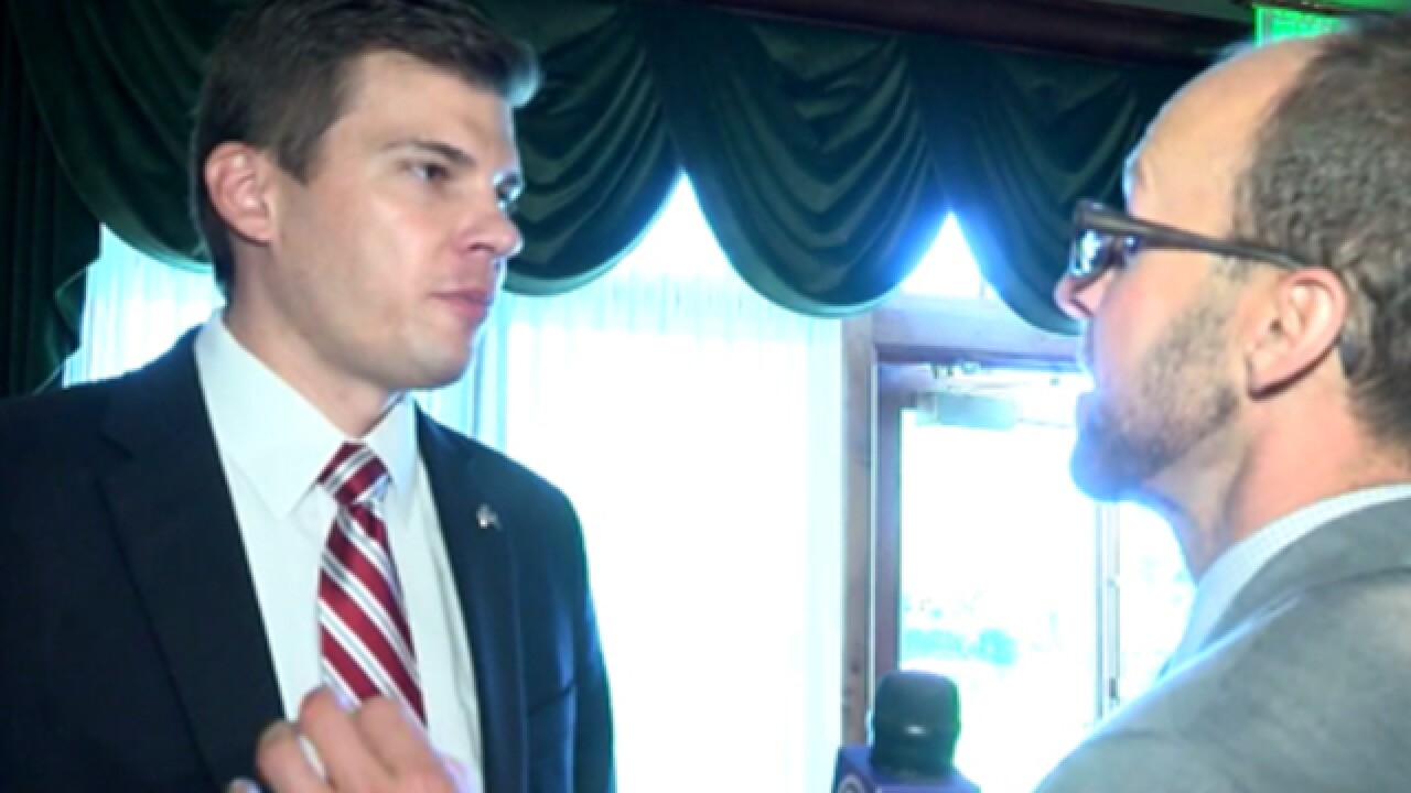 Keyser sidesteps forgery questions at debate