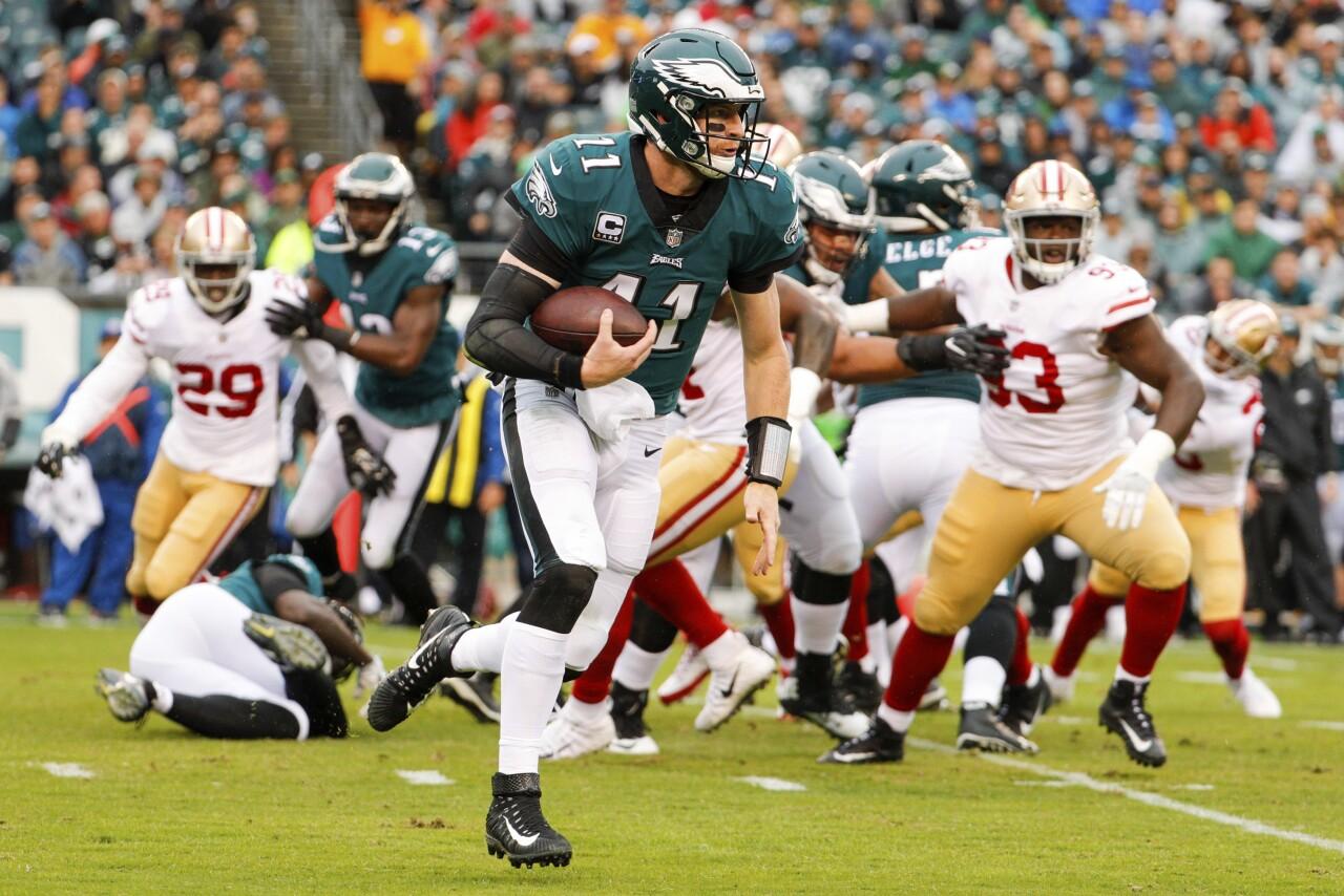 Philadelphia Eagles QB Carson Wentz scrambles vs San Francisco 49ers in 2017