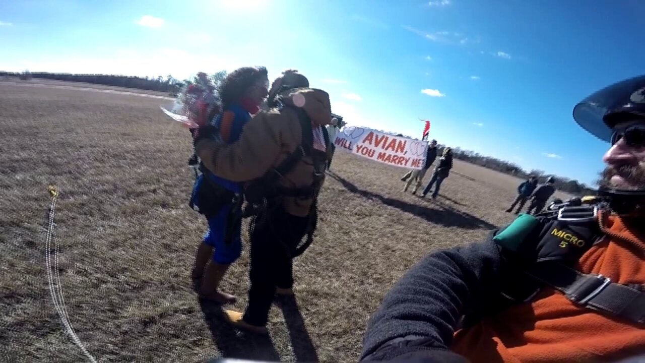 Watch: Suffolk man proposes to girlfriend moments afterskydiving