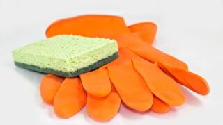 scrub-and-gloves_GJItPwt_.jpg