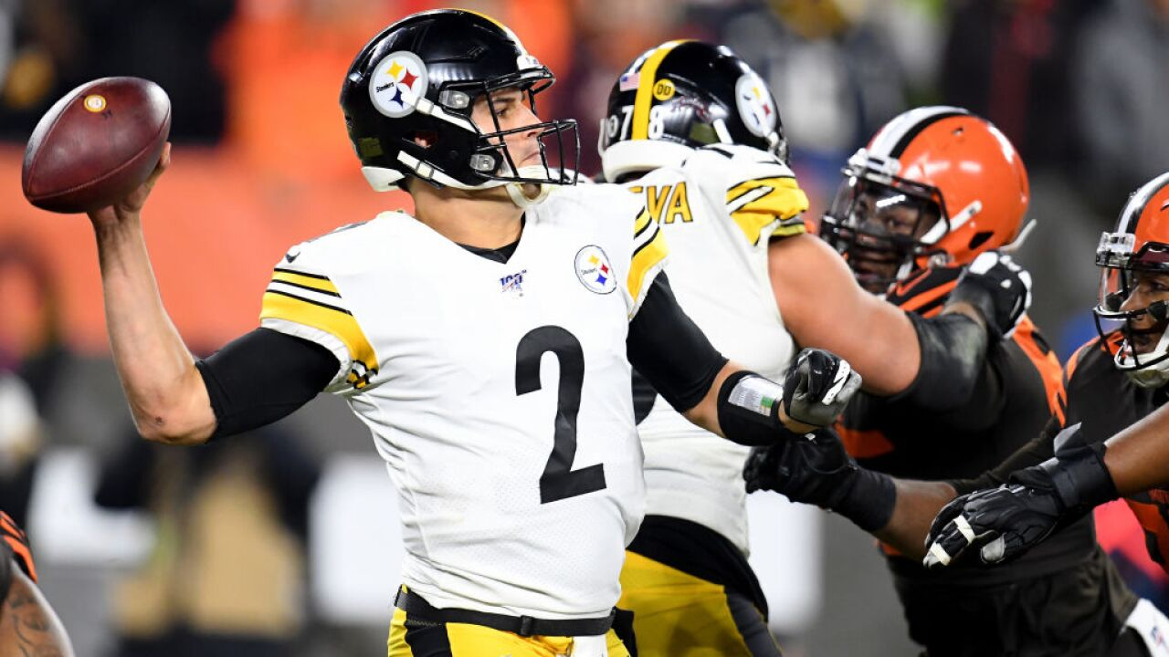 Brawl near end of NFL game, Browns defender rips helmet off Steelers QB, strikes him in the head