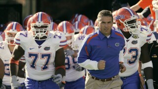 Urban Meyer leads Florida Gators onto field before 2007 game