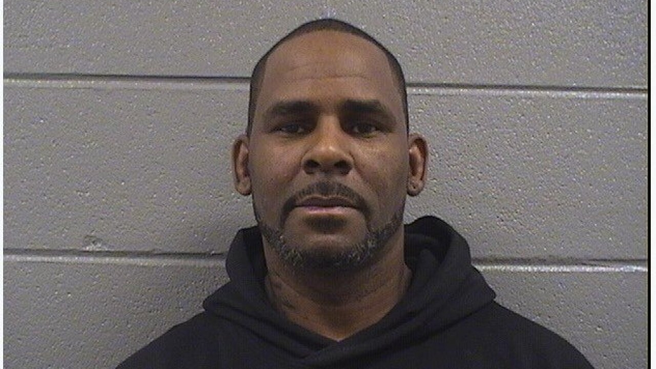 R. Kelly leaves jail after posting bail