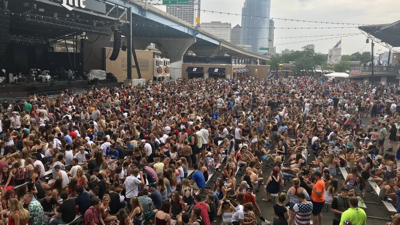 summerfest miller lite oasis crowd.jpg