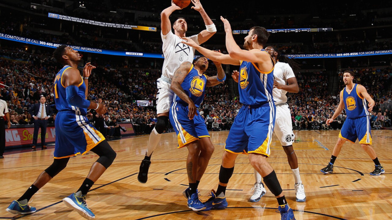 Nuggets barely take down Curry, Warriors