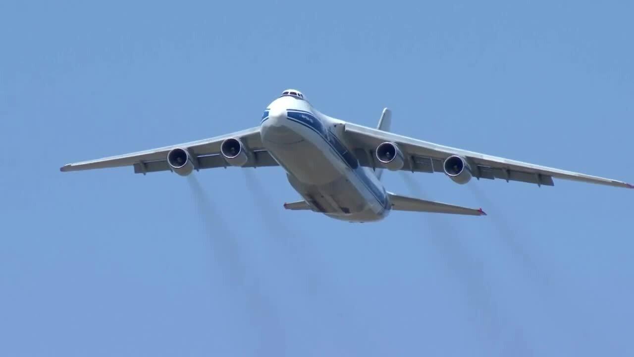 russian plane.jpg
