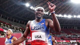 U.S. takes gold in men's 4x400m relay