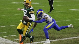 rodgers vs rams ap photo.jpeg