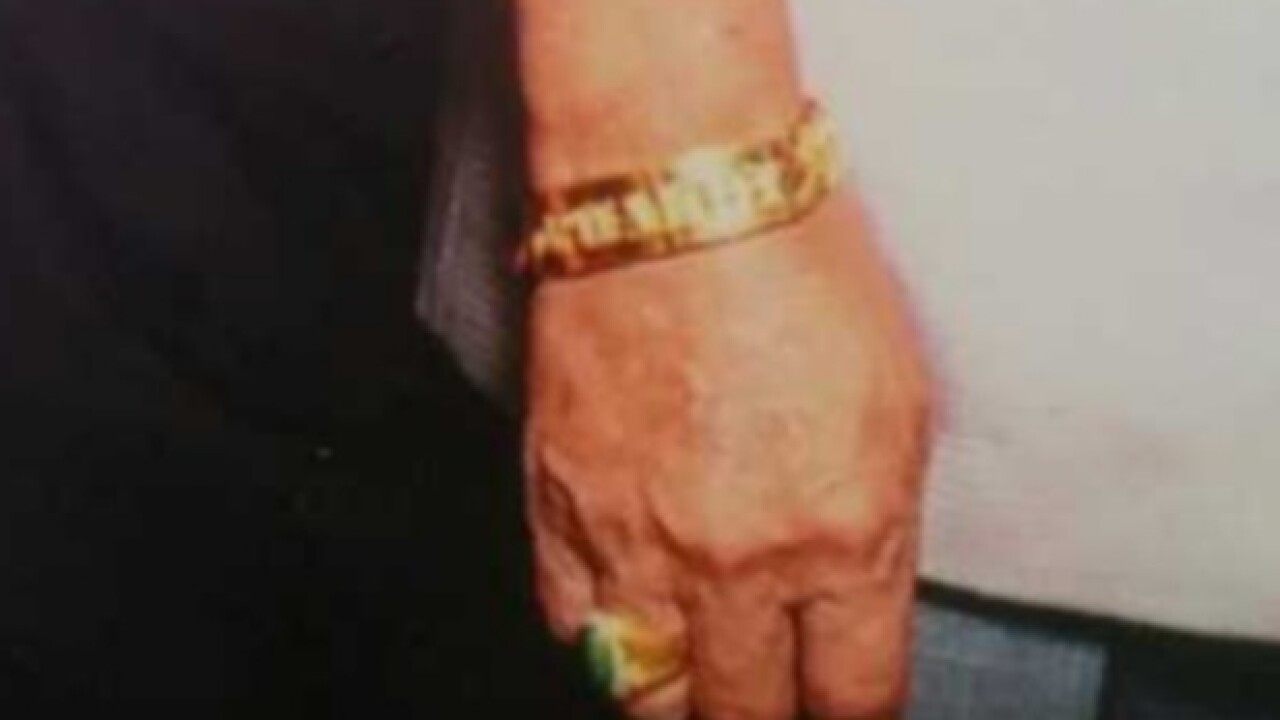 Thieves distract, steal jewelry from seniors