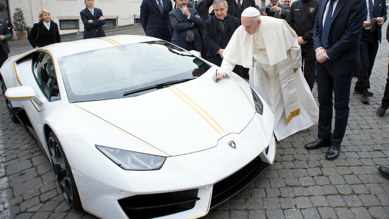 Pope Francis gets a snazzy new Lamborghini — and auctions it off