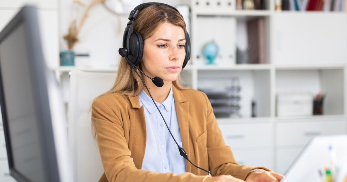 Universal offering sign-on bonus for new call center hires