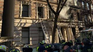 Manhattan apartment fire 21 firefighters injured