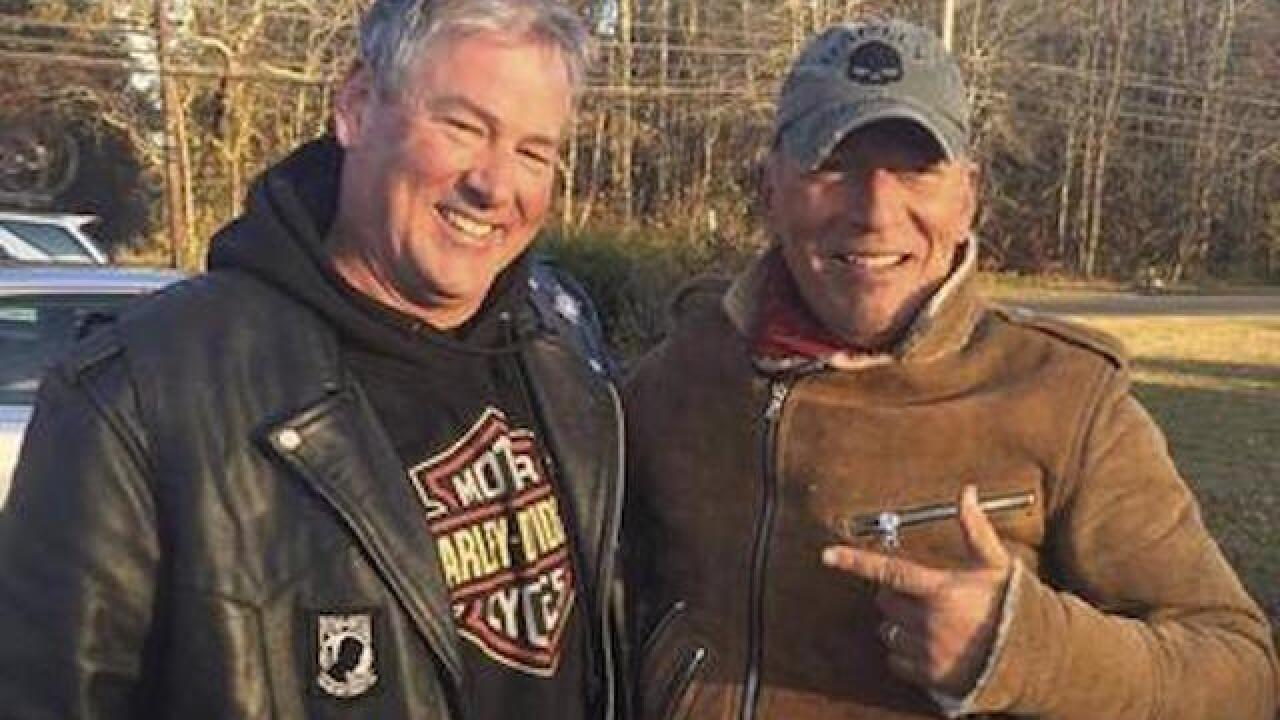 Bikers help Bruce Springsteen, stranded on the side of the road
