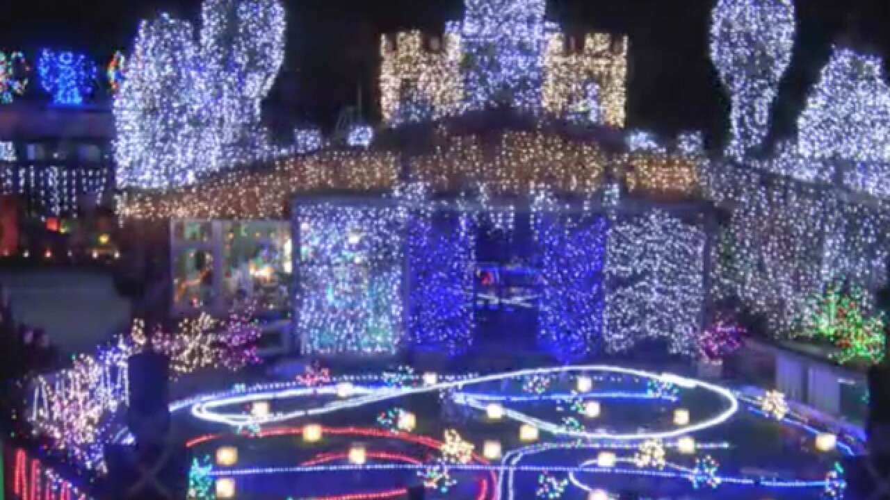 Rock 'n' roll Christmas light display in New Zealand puts everyone else to shame