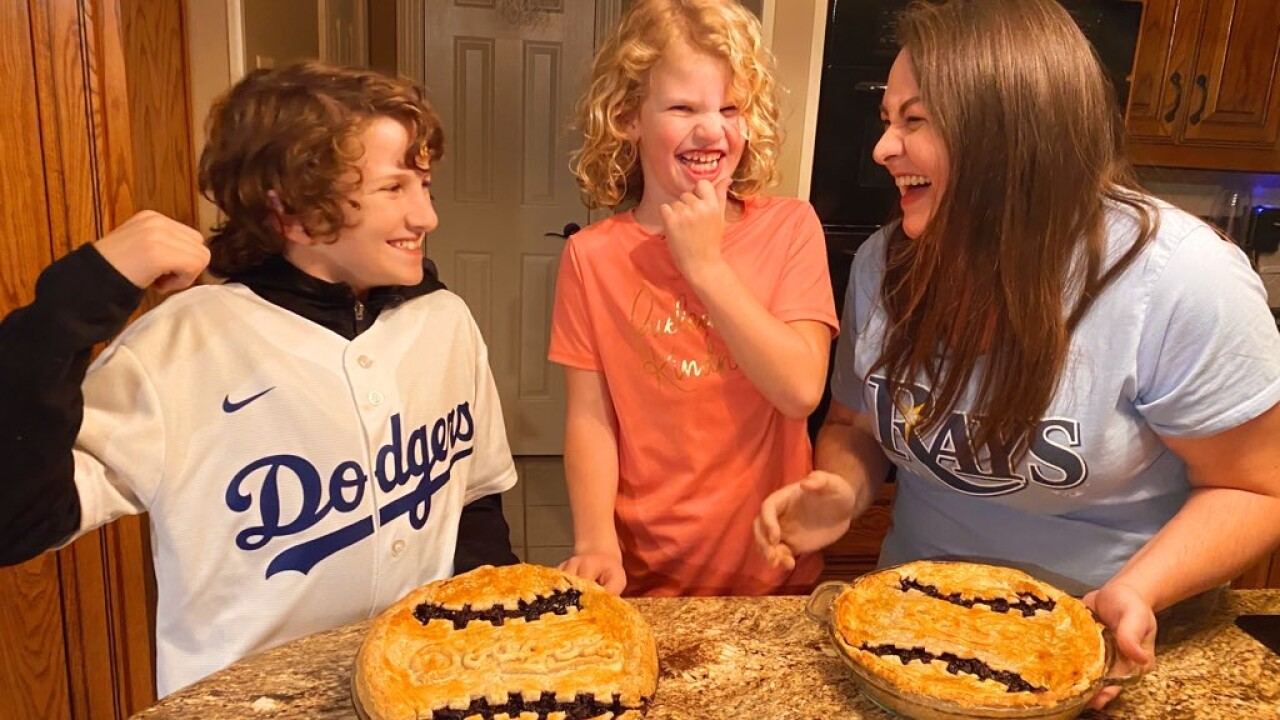 World_Series_Pies_With_Family.JPG