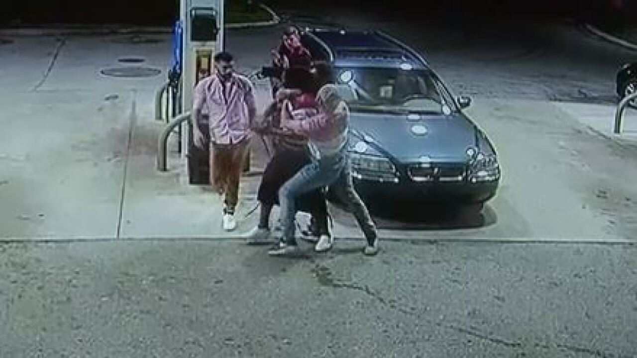 Spring breakers tackle would-be robber at Florida gas station, wrestle away gun