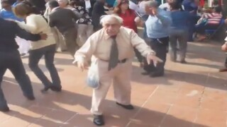 VIDEO: Elderly man breaks it down on the dance floor with moves sure to make you smile!