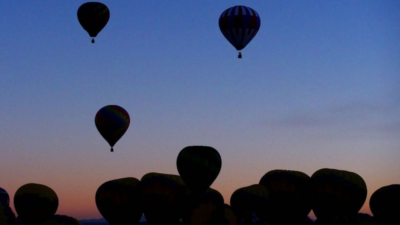 After 24-hour delay, hundreds of hot air balloons launch in New Mexico