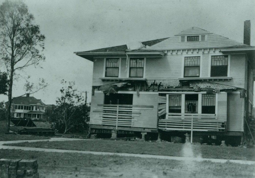 tbhc - 1921 hurricane - hyde park-bayshore 2.jpg
