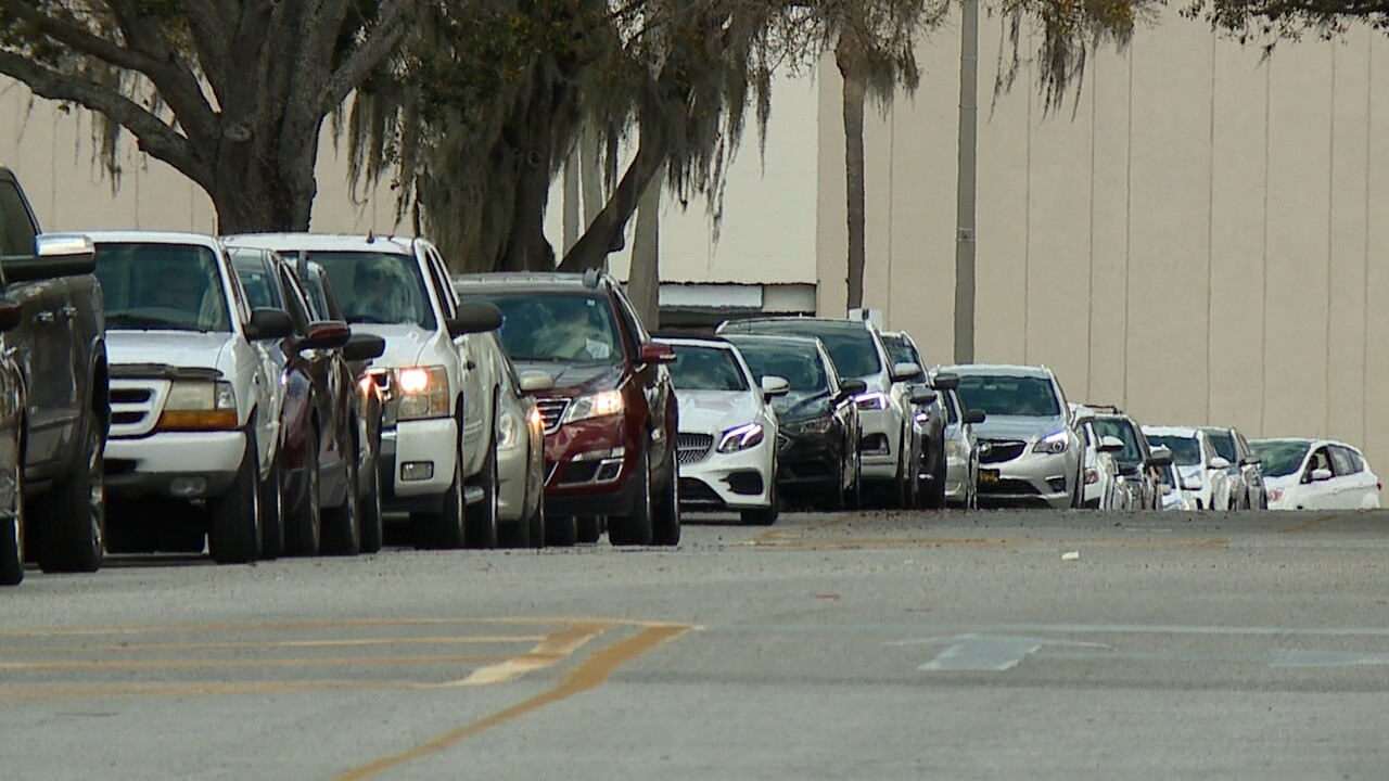 university mall-packed lines of cars1.jpg
