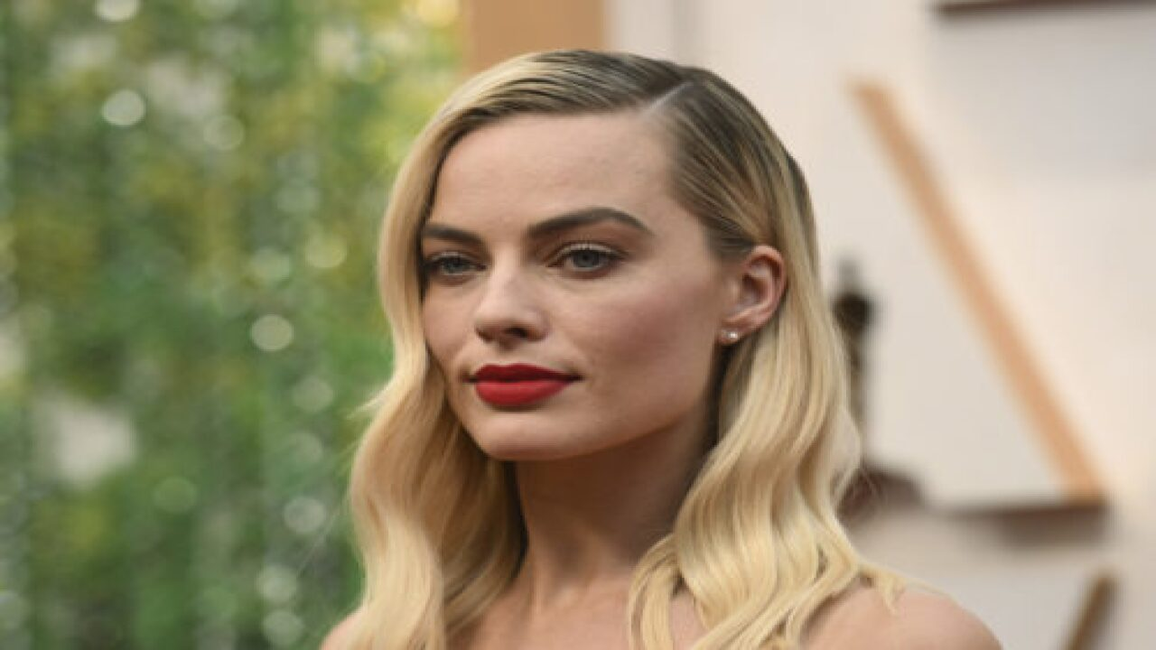 Margot Robbie Set To Star In Female-fronted 'Pirates Of The Caribbean' Movie