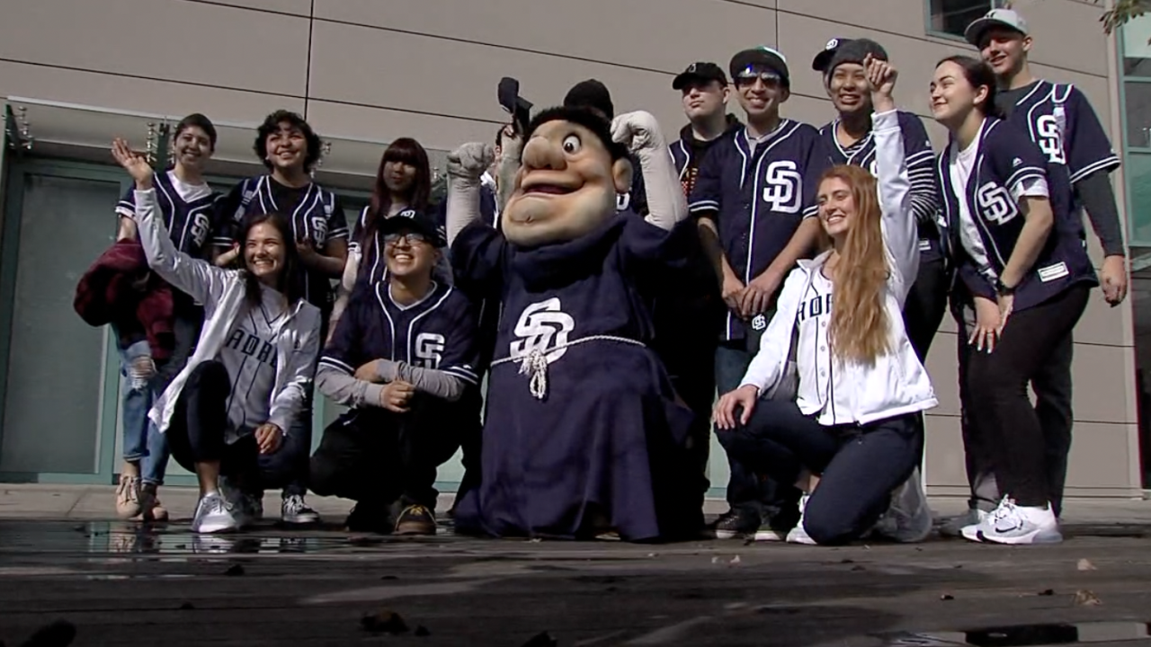 Teen cancer patients head to Padres spring training