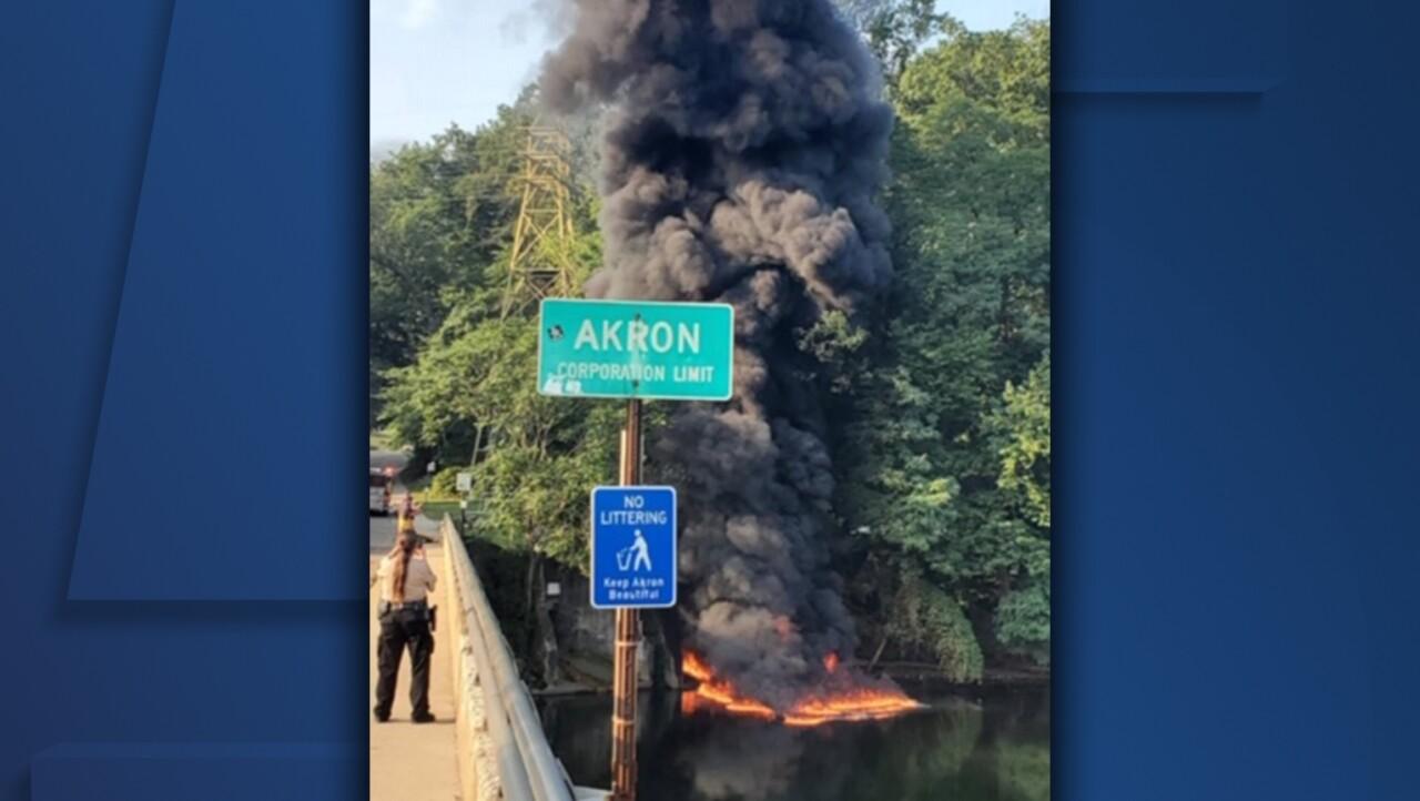 akron cuyhahoga river fire2.jpg