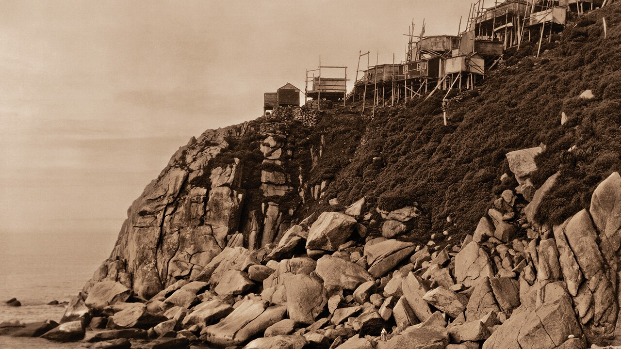 Ch5-5_King Island houses viewed from the rocks below_1280pxwide.jpg