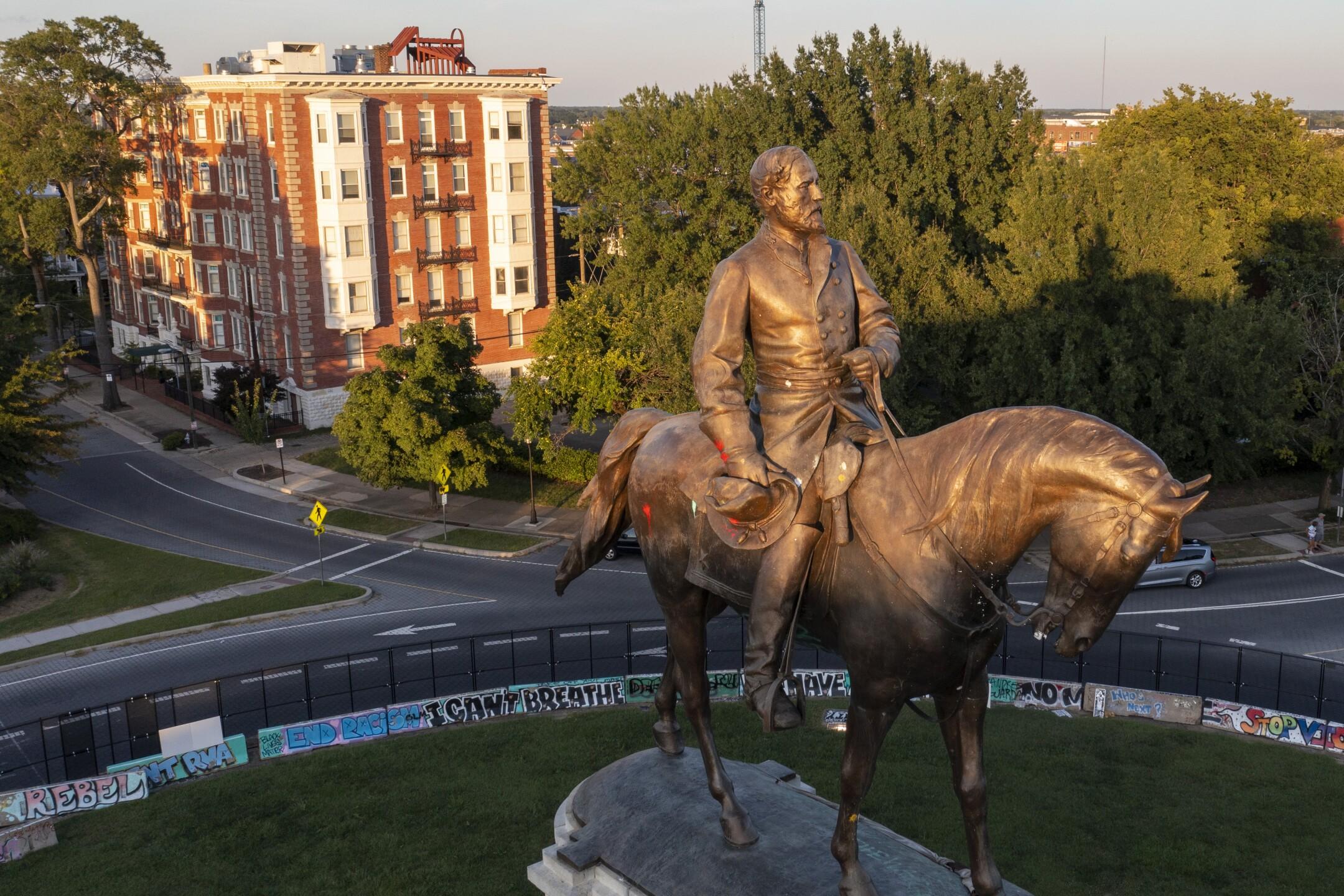 Confederate Monuments Lee Statue
