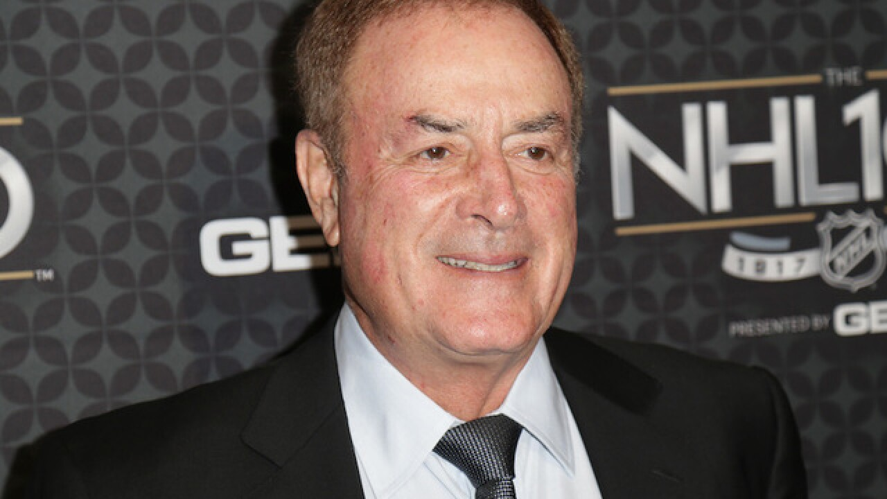 Al Michaels apologizes for Harvey Weinstein joke during 'Sunday Night Football'