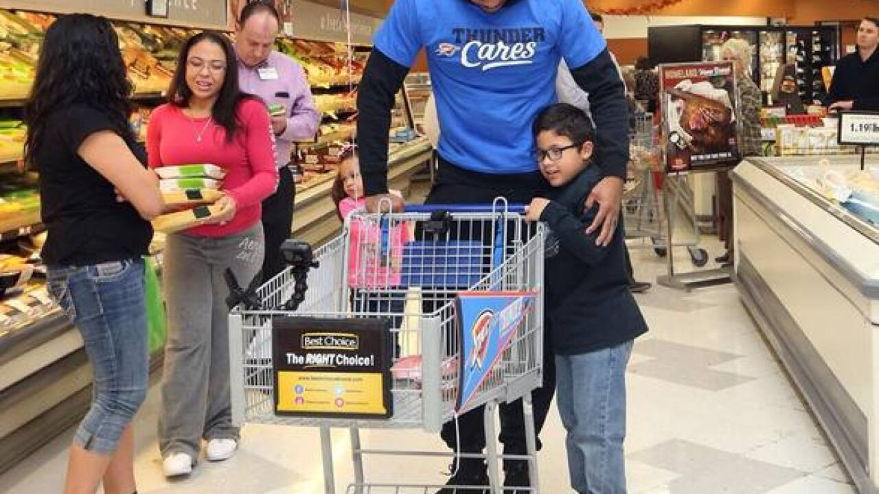 Carmelo Anthony helps OKC family get groceries