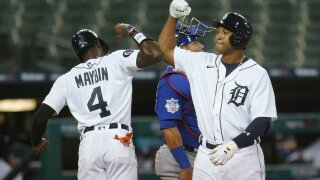 Schoop hits grand slam to power Tigers past Cubs