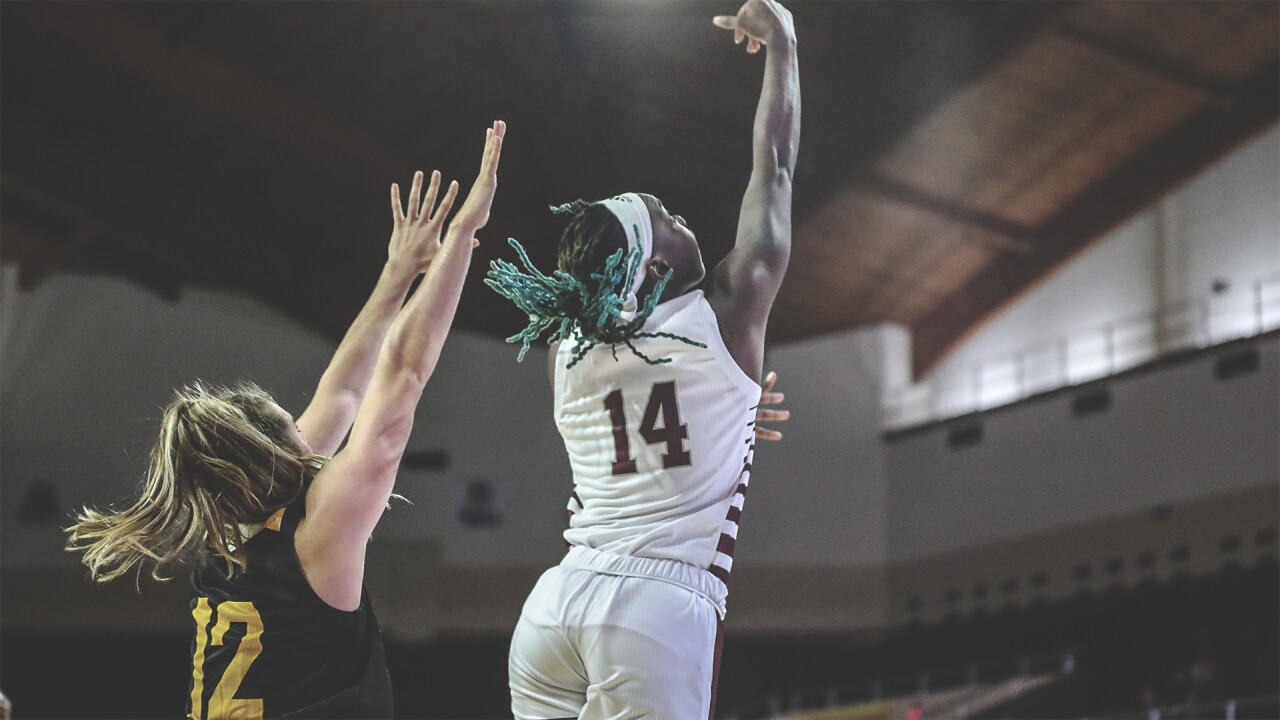 EKU'S SHAY SOLOMON LAY-UP.jpg
