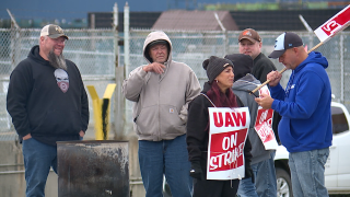 UAW GM workers in Parma, Lordstown remain on picket lines