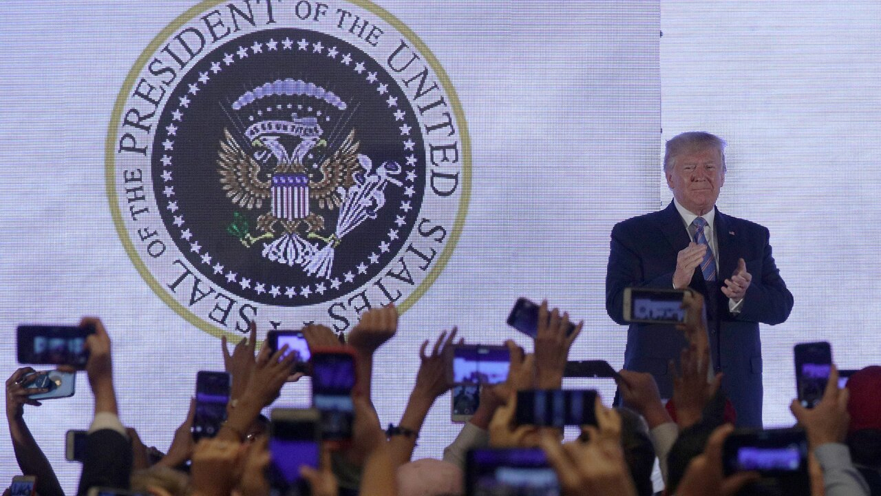 WaPo: Former Republican designed fake presidential seal shown behind Trump
