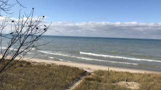 Body found along Lake Michigan shoreline