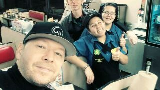 Donnie Wahlberg gives Indy Waffle House waitress huge tip after visit