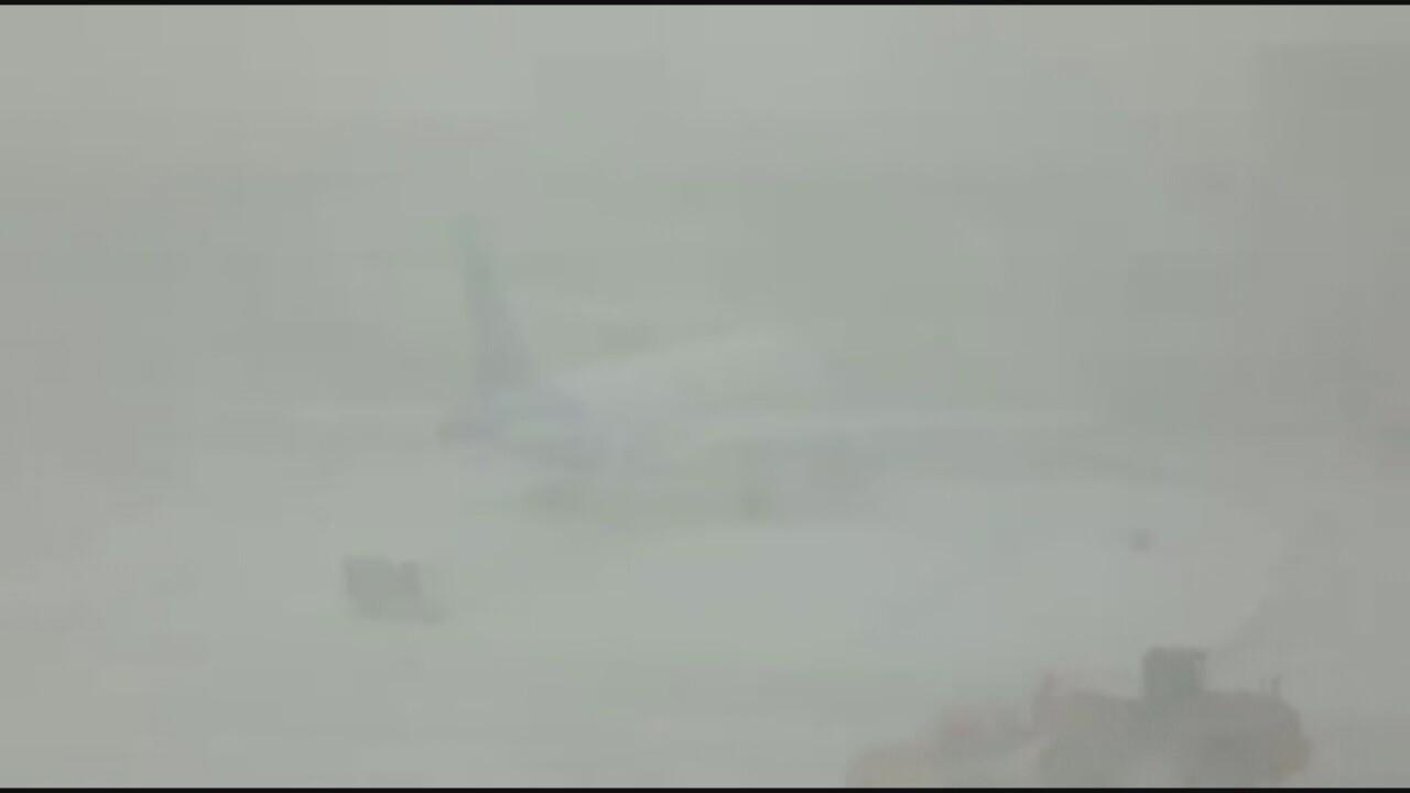 2019-03-13-travel disruption-snowy plane.jpg