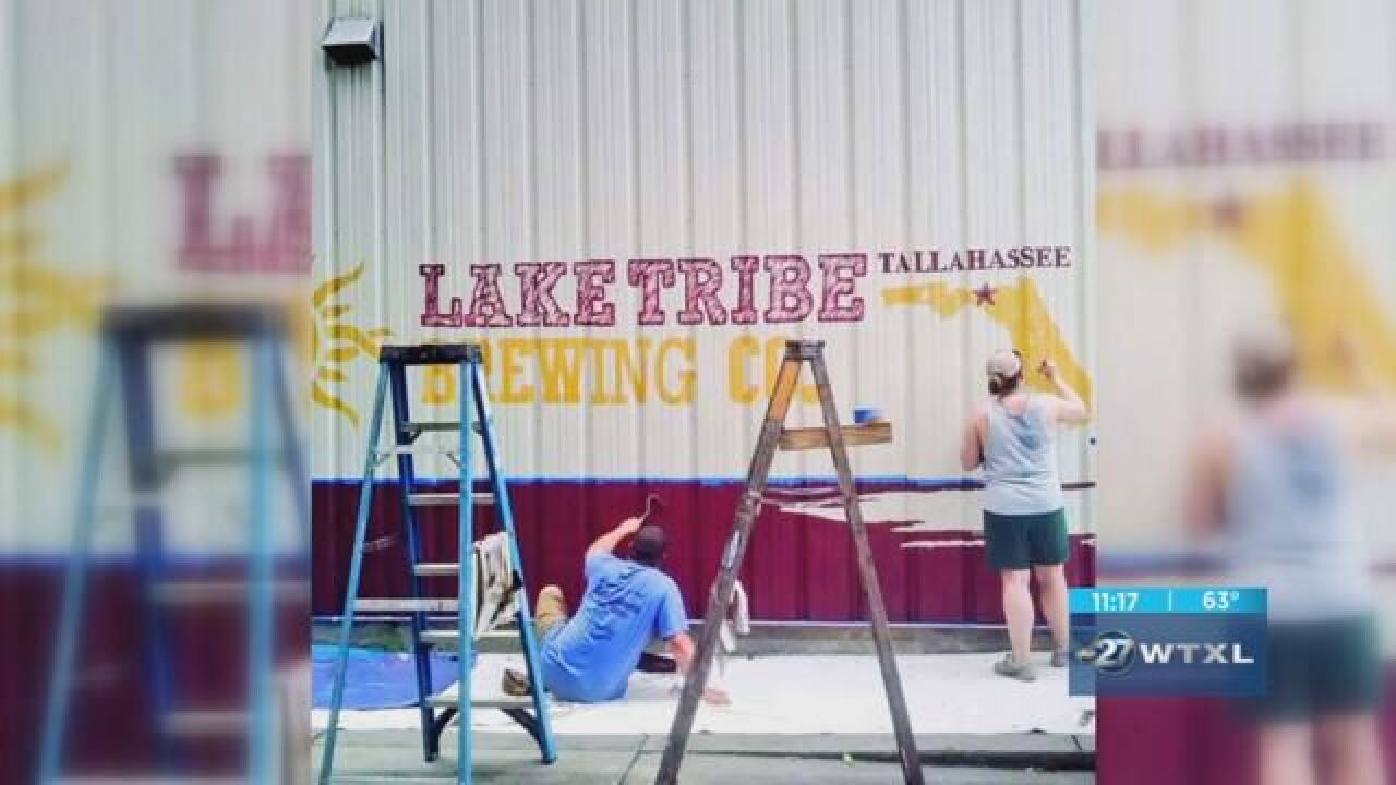 Artist who painted murals in Tallahassee has Oscars connection