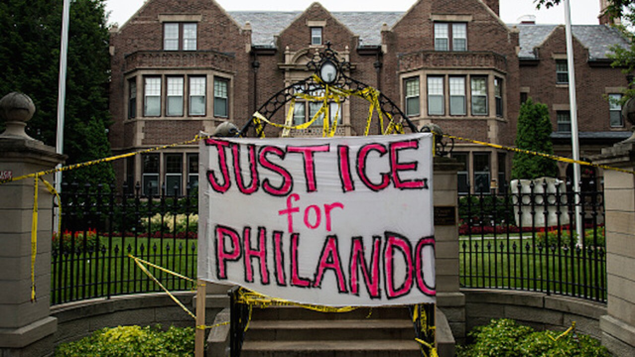 Philando Castile shooting: Cop thought victim was involved in robbery, lawyer says