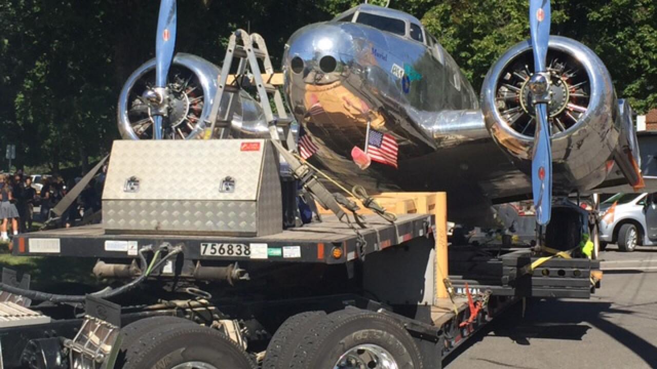 Plane just like Earhart's arrives in hometown