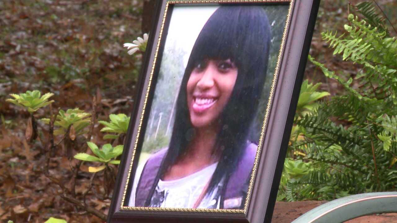 Community creates garden in remembrance of missing teen AlexisMurphy