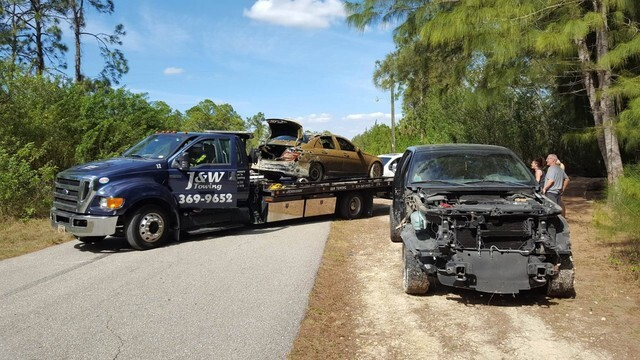 Photos: Two vehicles pulled from Lehigh Acres pond