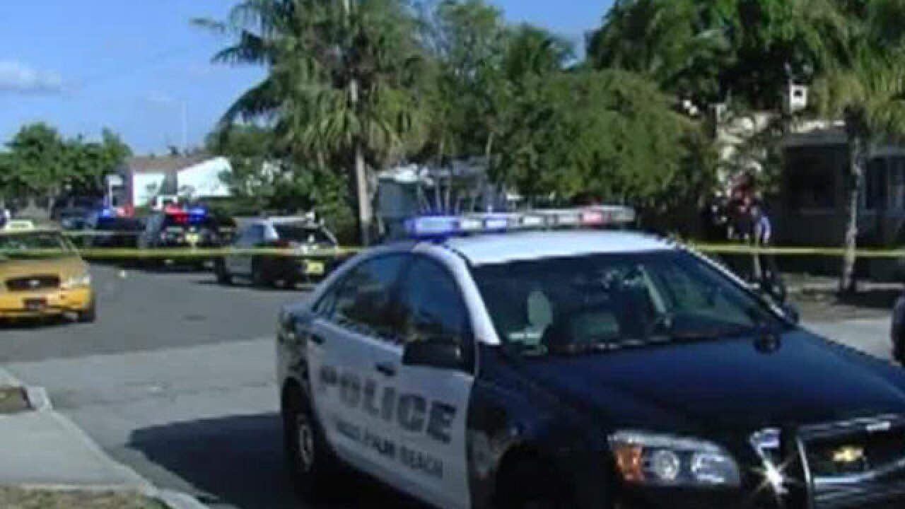 Teen trying to help robbery victim is struck by bullet in West Palm Beach
