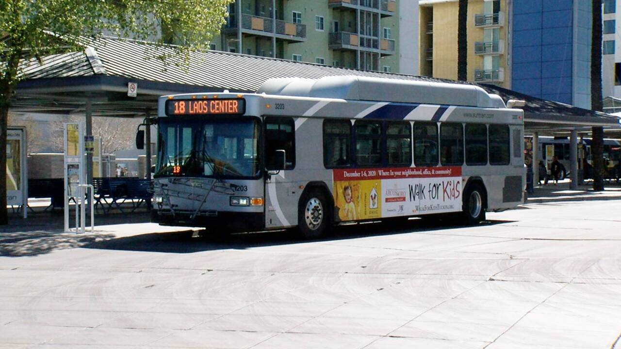 LNG Bus-retouch.jpg