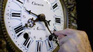 Florida passed a bill making daylight saving time permanent, so why are we turning our clocks back.png