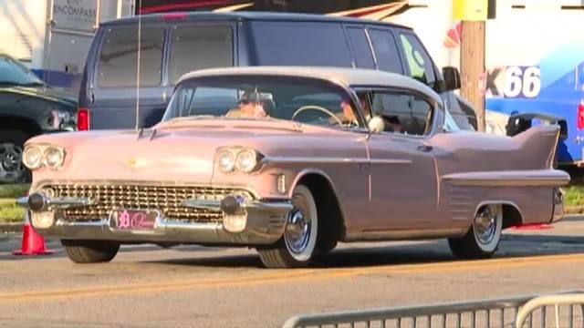 Photo gallery: Pink Cadillacs arrive at Aretha Franklin's funeral