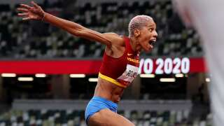 Rojas obliterates triple jump world record with 15.67m for gold
