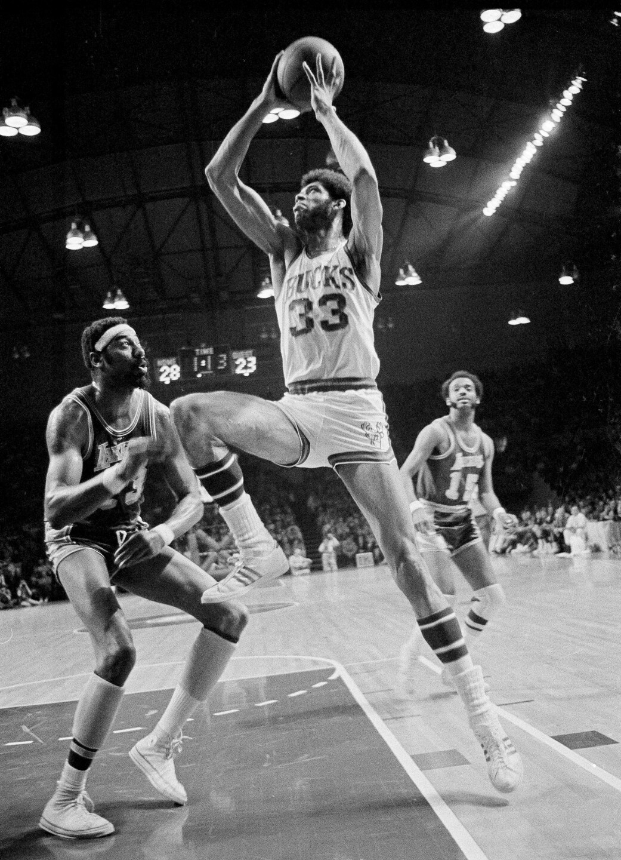 Bucks Lakers Basketball