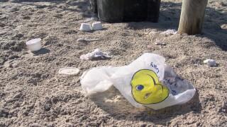 beach trash.jpg